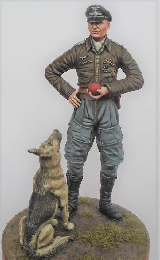 'Go on throw it!' Luftwaffe Pilot with dog WW2 75mm (1/24th scale)